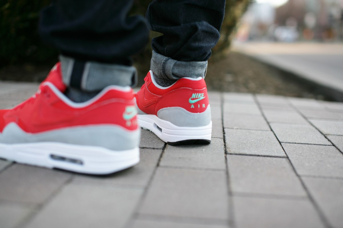 NikeAirMax1DaringRed001