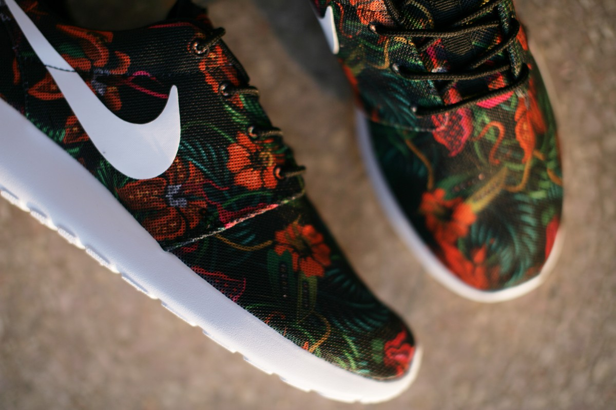 Nike Roshe Run Print floral Total Orange/Black