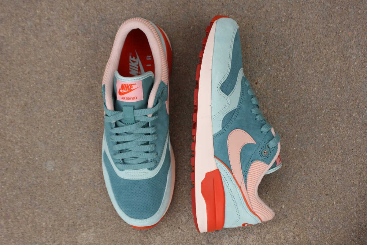 Nike Air Odyssey Ltr in Green Haze.Arctic Orange