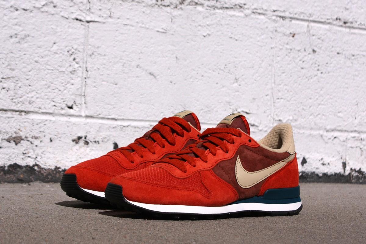 Nike Internationalist Leather in Terra Brown