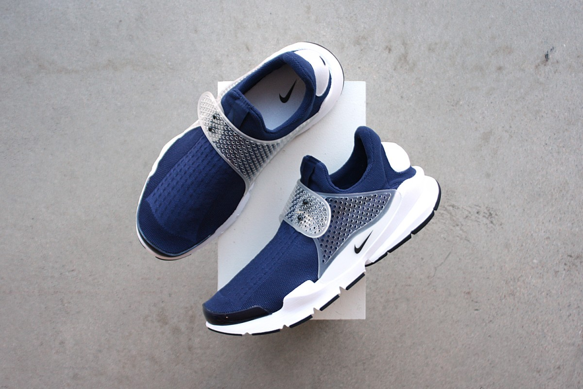 Nike Sock Dart in Midnight Navy